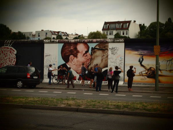 "East side Gallery ""The Kiss"""