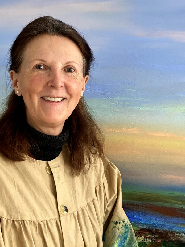 Photo of artist Lynda Minter in front of a painting